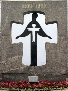 Памятник жертвам голодомору (автор Василь В.Перевальський і M.Кислий)