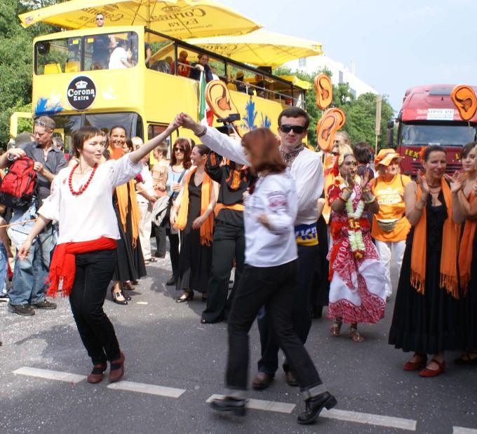 Танцюристами на час карнавалу стали і українці з Ukraine Kompetenz Zentrum