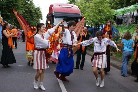 """""""Гречаники"""" презентують """"Берліники"""" на карнавалі культур в Берліні, 31.05.2009"""