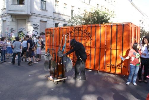Вистава про нелегалів на вулиці Берліна-Кройцберга, 1.05.2009