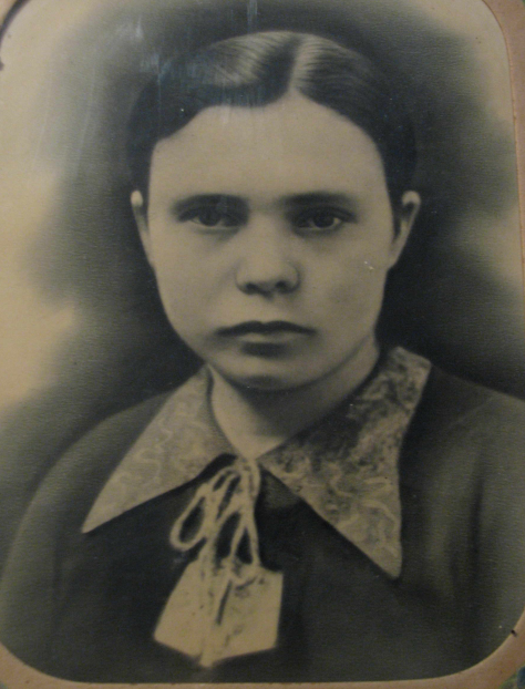 Світлина Марії Олійник, прислана з Німеччини, 1944 рік