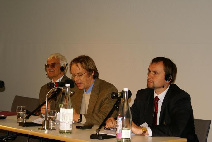 Євген Сверстюк (зліва) і Володимир В'ятрович (справа), Берлін, вересень 2010 року