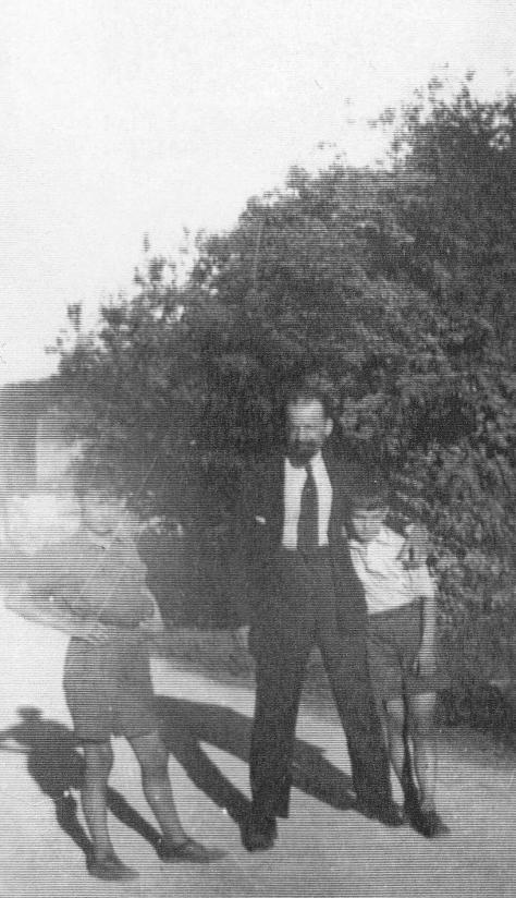 Андрій Сербіненко з синами Володимиром і Сергієм, Франція 1929 рік