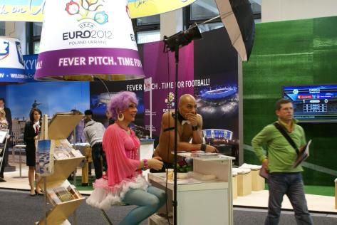 На фоні українського стенду на ІТБ, Берлін 2011. Фото: Ольга Самборська