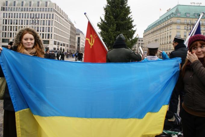 Берлінський Євромайдан біля Брандербурзьких воріт. Фото: Ольга Самборська, 24.11.2013