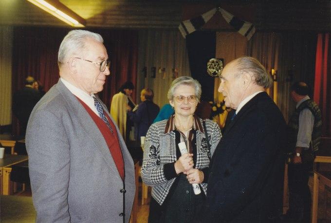 Ірена Спієх ( в центрі)