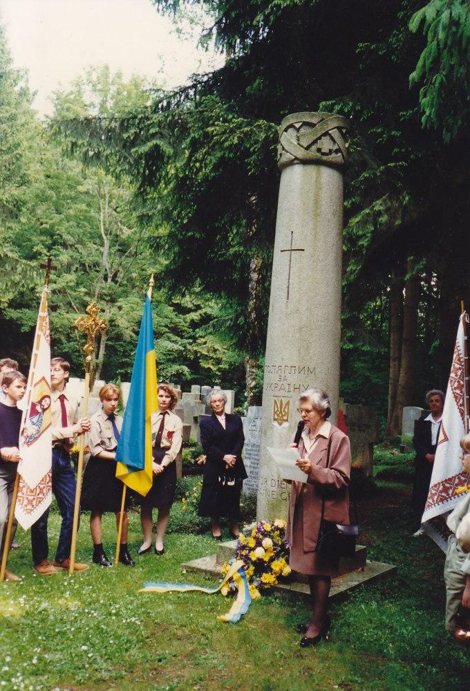 """Біля пам'ятника """"Полеглим за Україну"""", Мюнхен, Німеччина"""
